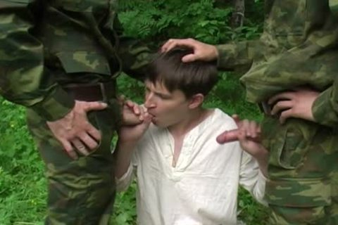 Two Military guys acquire oral From A young guy