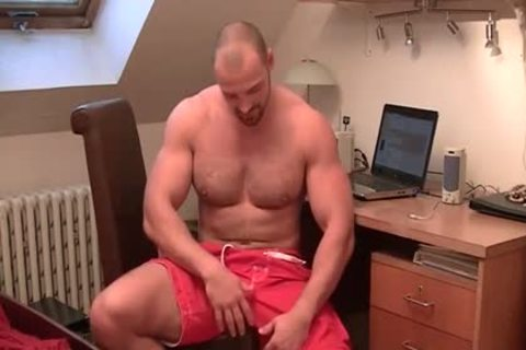 muscular guy Strokes His meaty Tool