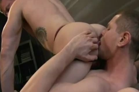 Muscled Hunks swap Creampies