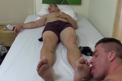 Tattooed And muscular chap Sucks His best allies Toes