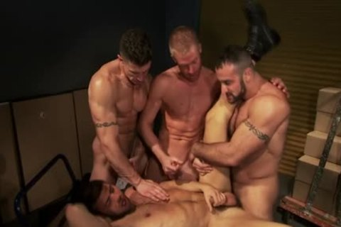 Muscled Hunk schlong juice 4some