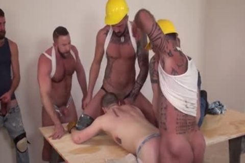 Workmen On The Job Are Taking A Break And Giving The recent males Some Solid dick In His Bum